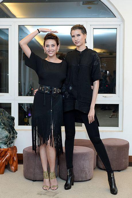 Hong Xuan 1m90 theo Vo Hoang Yen hoc catwalk - Anh 2