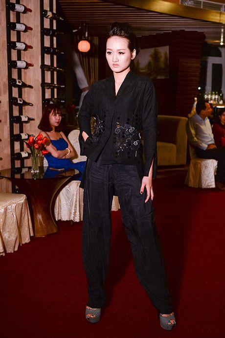 Hong Xuan 1m90 theo Vo Hoang Yen hoc catwalk - Anh 6