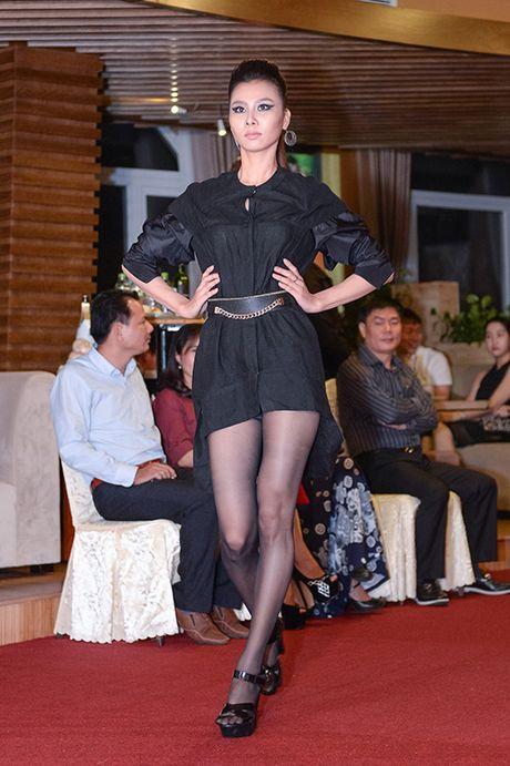Hong Xuan 1m90 theo Vo Hoang Yen hoc catwalk - Anh 7