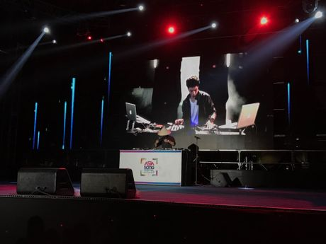 Qua an tuong, BTC Asia Song Festival moi Slim V di 'tang 2' - Anh 4