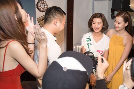 Ban trai bi mat xuat hien khien Thuy Van 'dung khong vung' tren san khau - Anh 2
