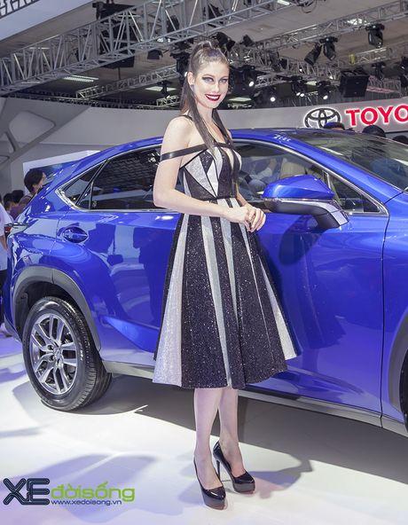 Dan nguoi mau Lexus sac ben nhat Vietnam Motor Show 2016 - Anh 8