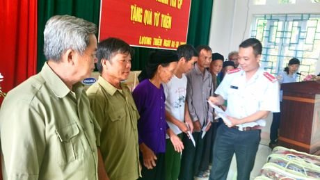 """Bao Thanh tra mang """"Hanh trinh yeu thuong"""" den voi nhung manh doi kho khan - Anh 1"""
