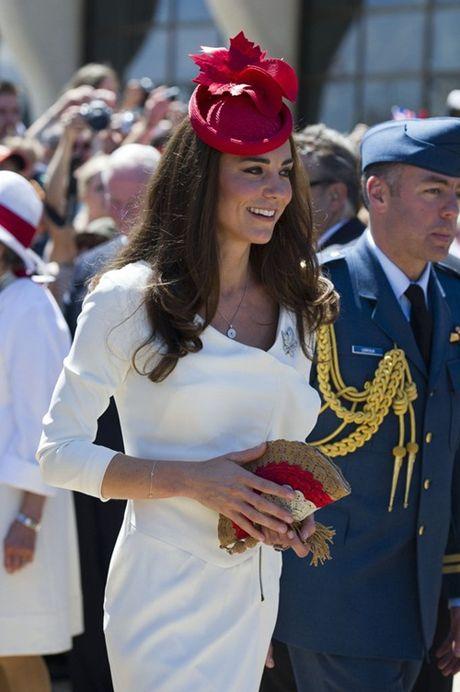 Nhung chiec vi hang hieu cua cong nuong Kate Middleton - Anh 3