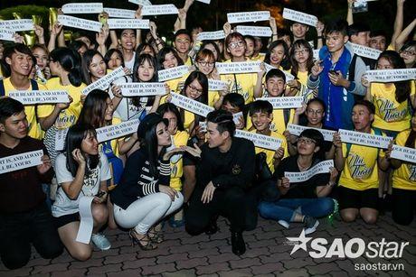 Dong Nhi hanh phuc don sinh nhat trong vong vay cua fan sau hau truong The Voice Kids - Anh 5