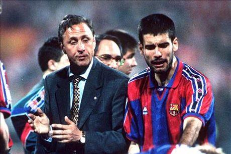 "Guardiola ke chuyen bi Cruyff che: ""Cau con cham hon ca ba toi"" - Anh 1"