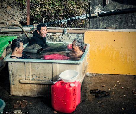 Chum anh cho thay tinh than lam viec dang kham phuc cua nguoi cao tuoi Nhat Ban - Anh 2