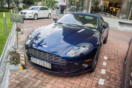 Aston Martin DB9 Volante ra bien trang tai Sai Gon - Anh 4