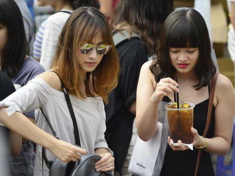 Gioi tre Ha Noi chen lan mua sam tai The New District - Anh 11