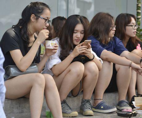Gioi tre Ha Noi chen lan mua sam tai The New District - Anh 7