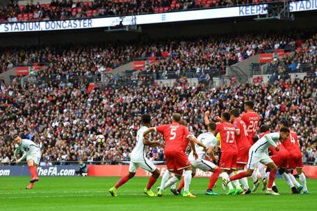 7 hinh anh tom tat man trinh dien te hai cua Rooney truoc Malta - Anh 4