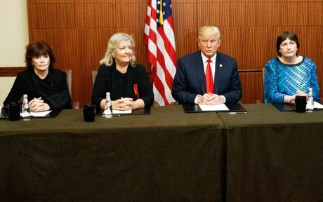 Truc tiep man tranh luan thu hai giua ong Trump va ba Clinton - Anh 1
