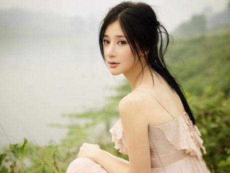 Bat ngo voi nu dien vien Trung Quoc giong het Ho Quynh Huong - Anh 7