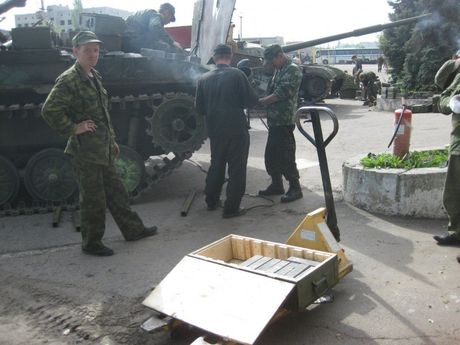 'Dau tim' voi xe chien dau bo binh BMP-2 nang cap cua Ukraine - Anh 4