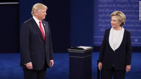 Mo man phien tranh luan, cap Trump-Clinton tu choi bat tay - Anh 1