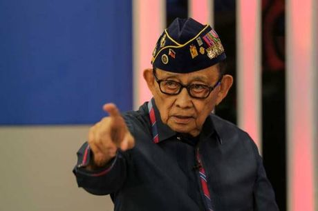 Cuu Tong thong Philippines che Chinh quyen Duterte la noi that vong lon - Anh 1