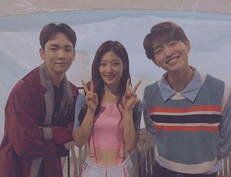 Sao Han 10/10: Chae Yeon (I.O.I) eo nho xiu, Seol Hyun khoe dang quyen ru - Anh 4