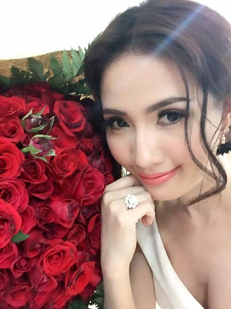 "Ru mac ""gai que"", Phan Thi Mo duoc ban trai tang nhan tien ty dip sinh nhat - Anh 2"