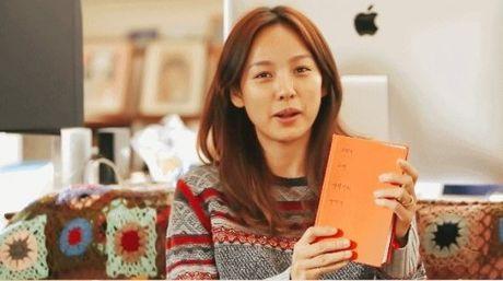"""Ngoi sao 24/7: Tin moi nhat ve vu kien Song Hye Kyo """"duoc dai gia chong lung"""" - Anh 4"""