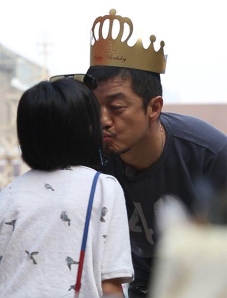 """Ngoi sao 24/7: Tin moi nhat ve vu kien Song Hye Kyo """"duoc dai gia chong lung"""" - Anh 6"""