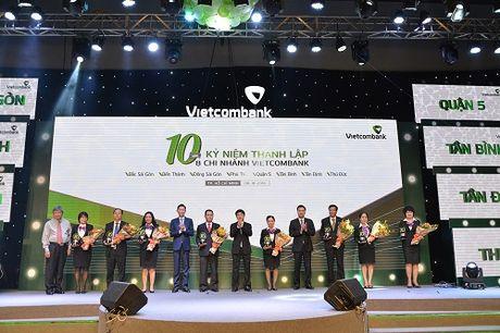 Vietcombank ky niem 10 nam thanh lap 8 chi nhanh tai TP.Ho Chi Minh - Anh 1