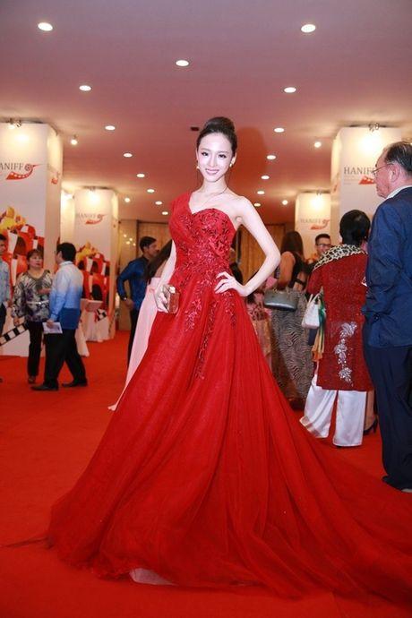 Khong vuong lao ly, HH Phuong Nga 'an dut' nhieu Hoa hau Viet - Anh 2