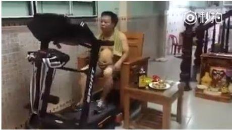 Vua 'tap chay' vua nhau, nguoi dan ong tro thanh hien tuong mang - Anh 2