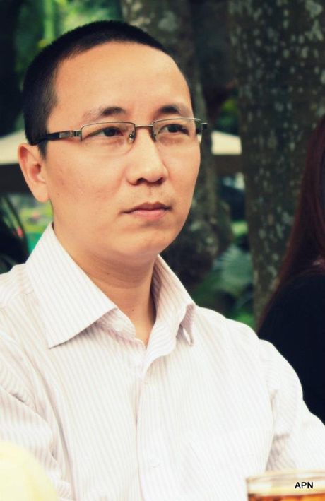 Chan dung duoc si goc Hoa, thi truong Ha Noi xay lai cau The Huc - Anh 3
