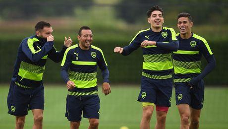 Arsenal don hang loat tin vui - Anh 1