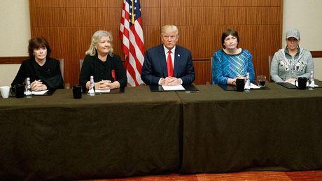 Trump vs Clinton: Cuoc tranh luan 'ky quac' nhat trong lich su tranh cu tong thong My - Anh 2