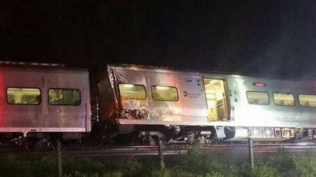 Mỹ: Tàu hỏa trật khỏi đường ray làm hàng chục người bị thương