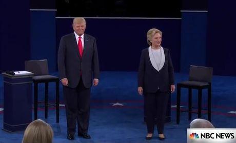 Tranh luan truc tiep lan 2: Ba Clinton tiep tuc to ra 'troi' hon ong Trump - Anh 11