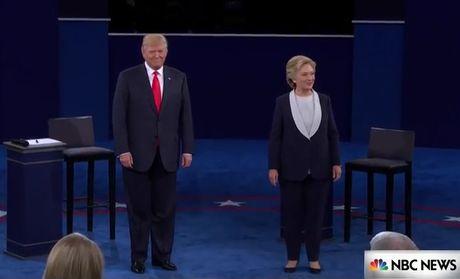 Tranh luan truc tiep lan 2: Ba Clinton tiep tuc to ra 'troi' hon ong Trump - Anh 1