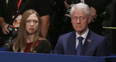 Tranh luan truc tiep lan 2: Ba Clinton tiep tuc to ra 'troi' hon ong Trump - Anh 6