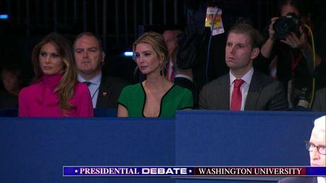 Tranh luan truc tiep lan 2: Ba Clinton tiep tuc to ra 'troi' hon ong Trump - Anh 7