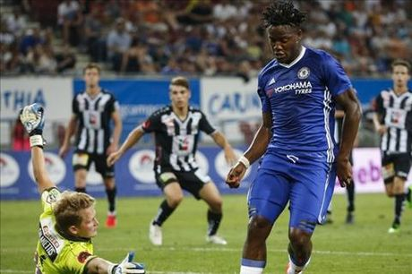 Chelsea van can Batshuayi - Anh 1