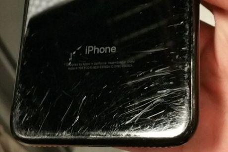 Chi sau 2 tuan su dung, iPhone den bong da 'tan phai nhan sac' den kinh tom nhu the nay - Anh 3