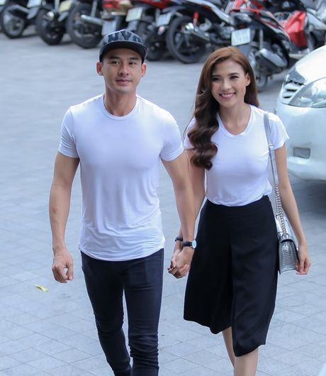 Luong The Thanh tang tui hang hieu cho Thuy Diem - Anh 2