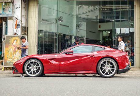 Sieu xe Ferrari F12 ban do nhap Dubai ra bien so Sai Gon - Anh 2