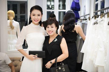 Nguoi dep Ngoc Van diu dang ben dan chi Huyen My - Anh 1