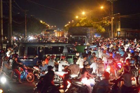 Ket xe kinh hoang trong khu cong nghiep o Sai Gon - Anh 10