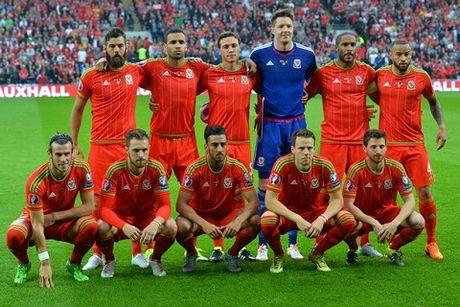 Gareth Bale noi gi ve phong cach xep hang chup anh tham hoa cua xu Wales? - Anh 7