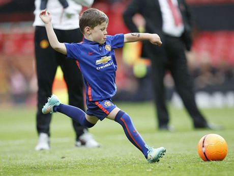 Con trai Rooney, Carrick theo buoc cha gia nhap Man United - Anh 3