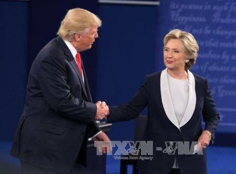 Ba Hilary Clinton tiep tuc gianh loi the trong cuoc tranh luan lan hai - Anh 2