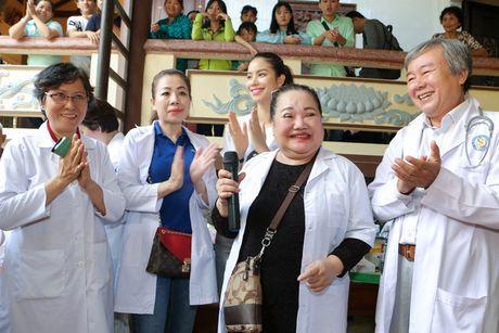 Pham Huong muot mo hoi, gian di khoe nu cuoi toa nang - Anh 7