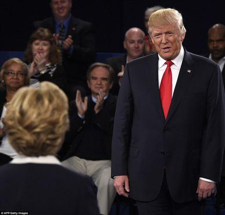 Ve bieu cam cua ong Trump trong cuoc tranh luan voi ba Clinton - Anh 10