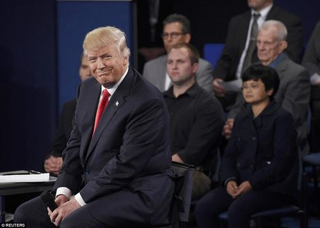 Ve bieu cam cua ong Trump trong cuoc tranh luan voi ba Clinton - Anh 11