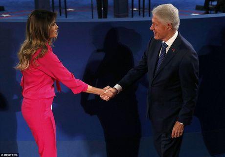 Ve bieu cam cua ong Trump trong cuoc tranh luan voi ba Clinton - Anh 15