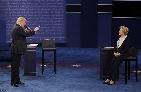 Ve bieu cam cua ong Trump trong cuoc tranh luan voi ba Clinton - Anh 2