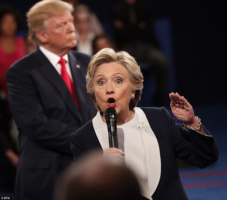 Ve bieu cam cua ong Trump trong cuoc tranh luan voi ba Clinton - Anh 3